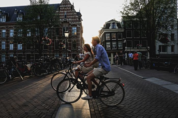 visites guidées en vélo pour découvrir les sites touristiques et les activités insolites à amsterdam