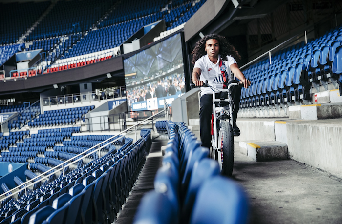 Pour ses 50 ans, le club parisien s'offre un vélo électrique en partenariat avec Super 73, le Le vélo électrique SUPER73 x PSG