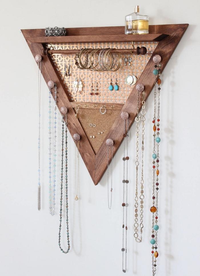 diy décoration murale pour ranger ses bijoux, idée rangement boucle d oreille diy, fabriquer un porte bijoux en bois