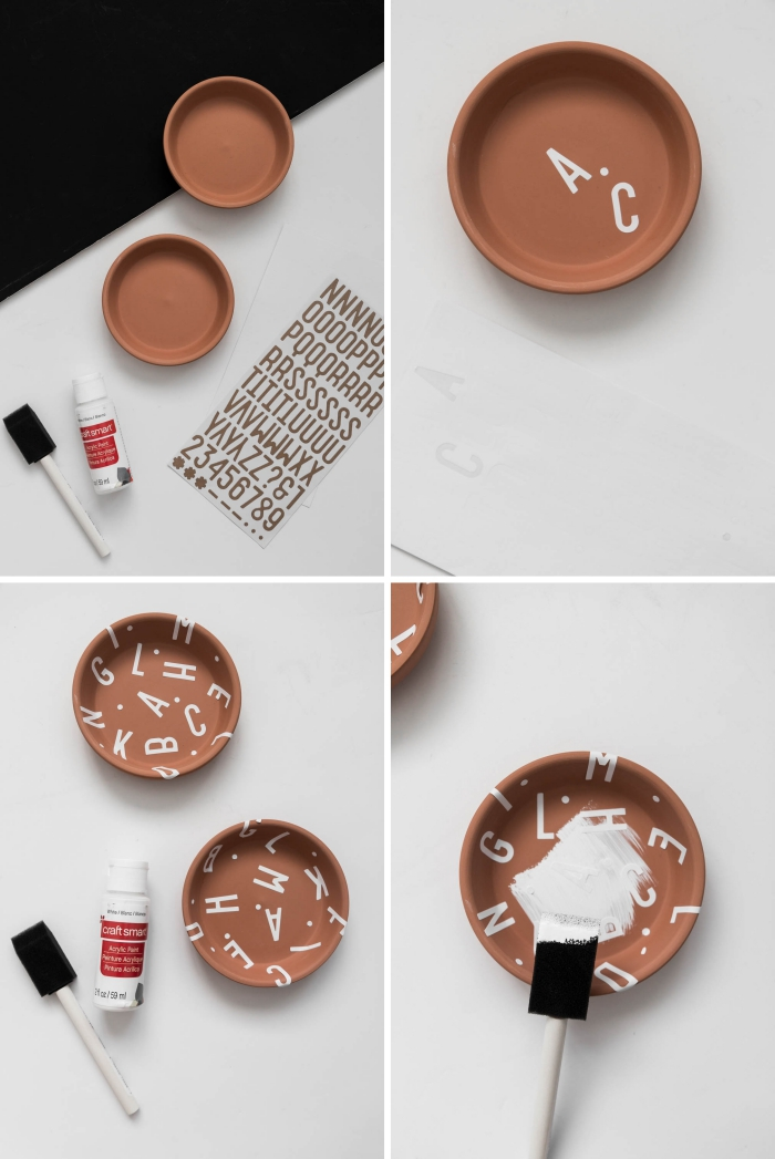 exemple comment transformer une soucoupe terre cuite en porte bijoux original, diy coupelle à bijoux à design alphabet