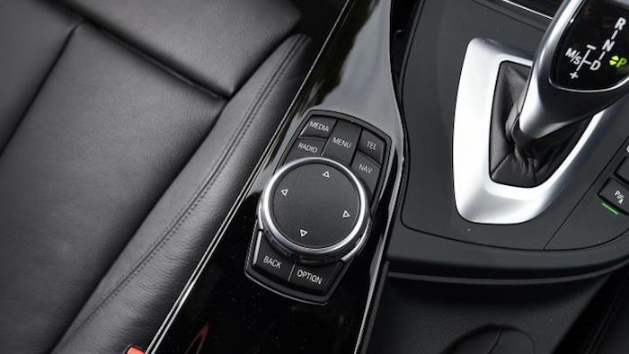 le coupé électrique BMW i4 sera doté du système iDrive de cinquième génération qui équipera ensuite iNext et iX3