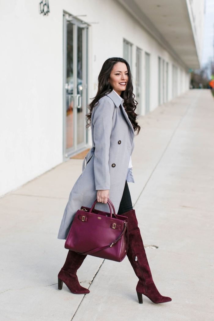 avec quelle couleur assortir le gris dans une tenue chic femme, outfit hiver femme en manteau long gris et pantalon noir