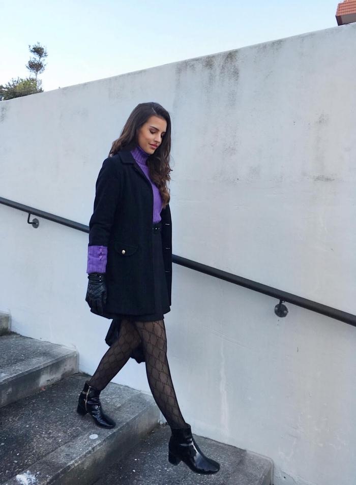 exemple comment bien assortir les couleurs de ses vêtements pour un look femme stylé, look total noir avec pull violet