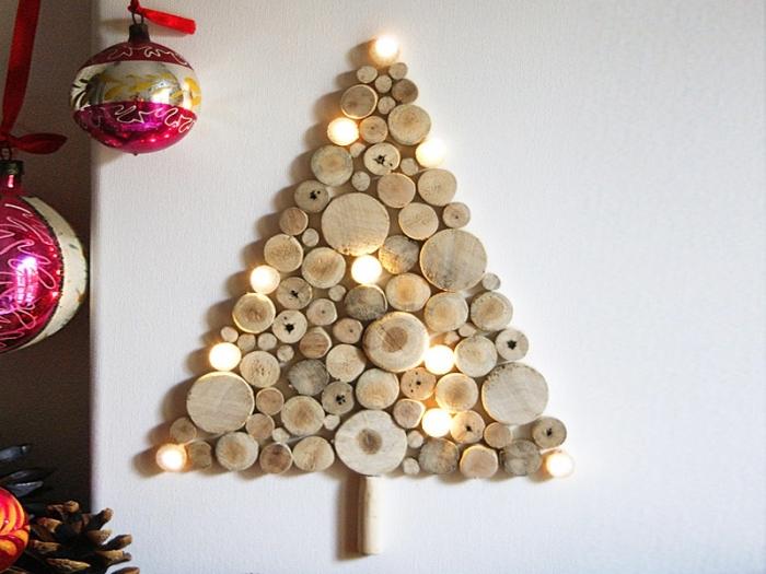idée de décoration sapin de noel tendance DIY, modèle de mini sapin réalisé à la maison en rondelles de bois