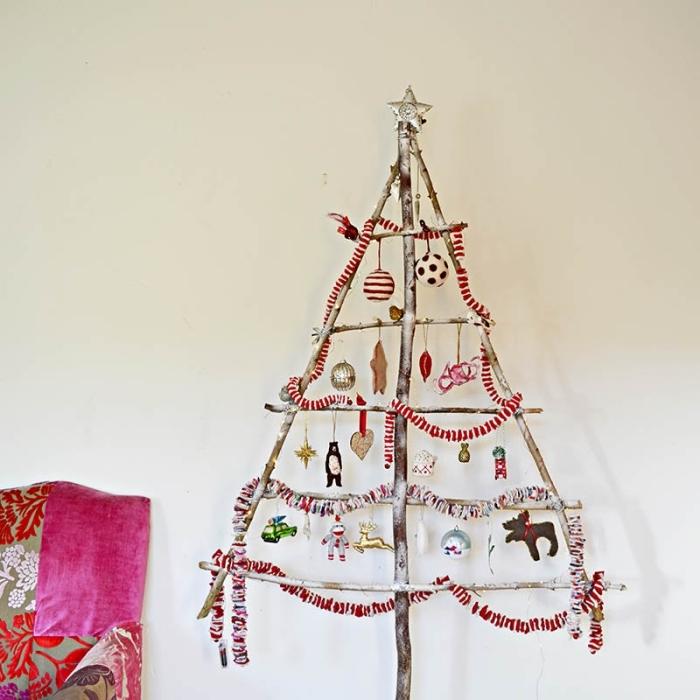 diy arbre de Noël à réaliser avec matériaux recup, idée deco de noel a faire soi meme avec recup en forme de sapin en branches bois