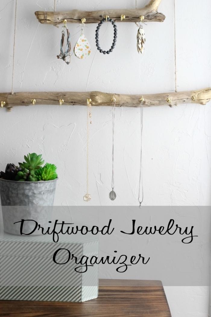 DIY suspension murale de style bohème et rustique, idée organisateur mural pour bracelets et collier en bois flotté