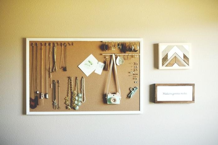 comment faire un organisateur pour bijoux facile et à petit budget, diy rangement mural pour bijoux en tableau de liège