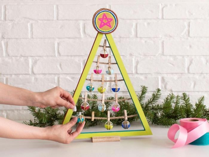 idée idee deco sapin de noel fait main, modèle de mini arbre de Noël fabriqué avec planches de bois et cordelle