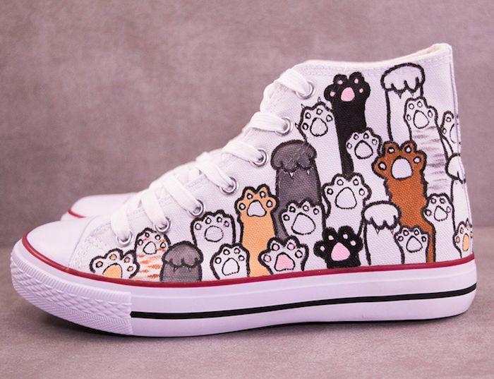 Pattes de chatons basket personnalisée, comment créer une paire de chaussures unique, hautes baskets converse