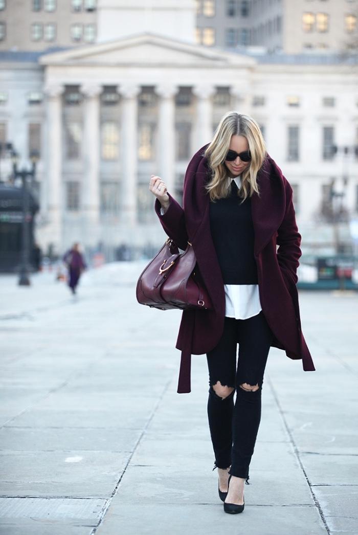 exemple comment porter un gros pull femme avec chemise oversize et manteau de couleur tendance lie de vin