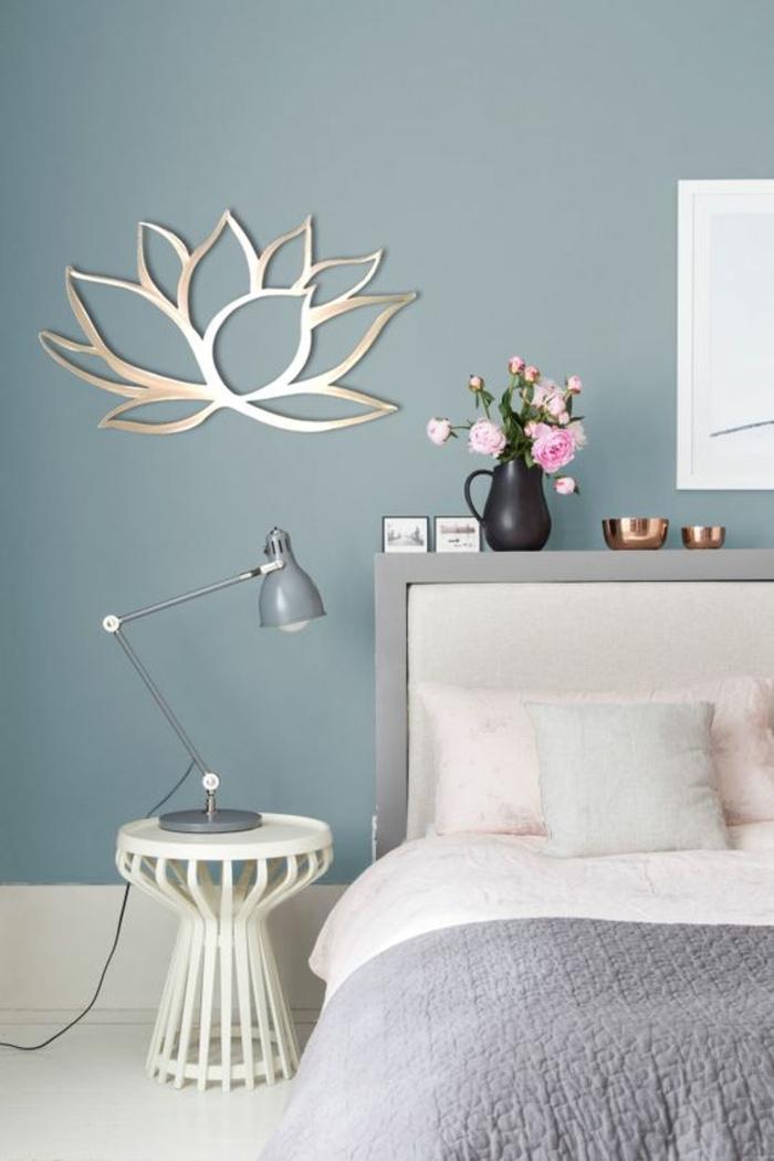 Lampe sur table de nuit originale ronde comme petit chaise, couleur grege, moderne intérieur nordique en gris et blanc