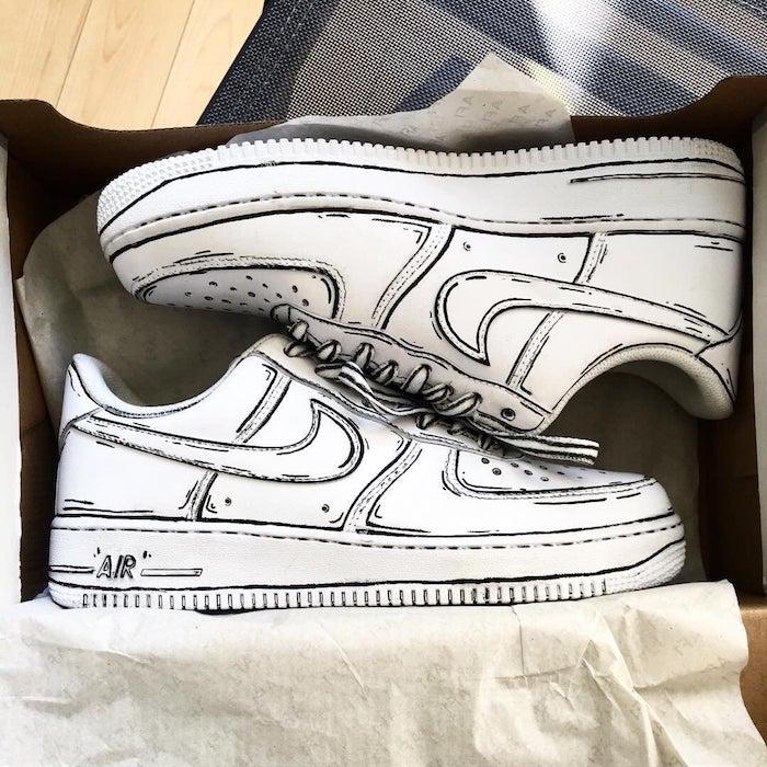 Nike coloré avec un stylo permanent noir sur les contours, nike personnalisé, simple idée chaussure personnalisable, activité manuelle ado