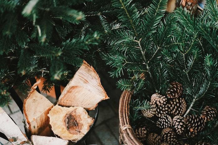 Sapin de noel, cones de pin joyeux noel voeux et image joyeux noel 2019 cool idée, bois pour la cheminee