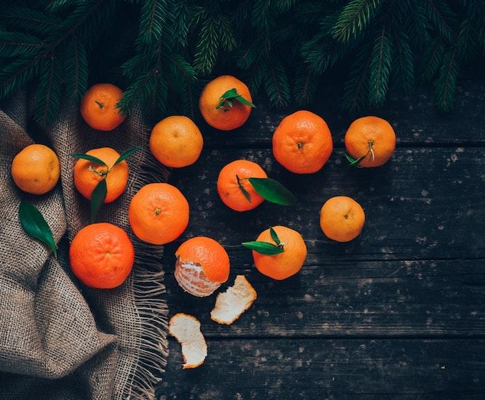 Clémentines pour l'aromate et image joyeux noel 2019, belle carte de voeux à envoyer
