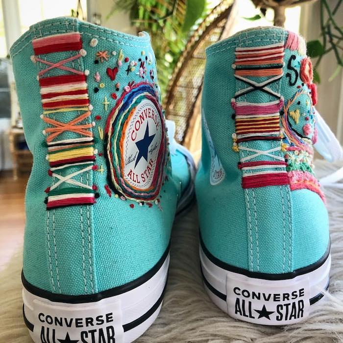 Cool idée comment customiser ses basket converse à l'aide de broderie, custom converse avec peinture pour chaussure