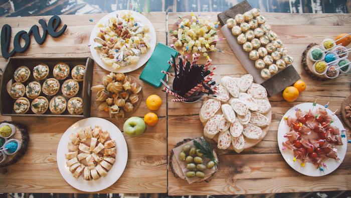Table rangée pour une soirée festive, canape aperitif de noel, toast apero gourmand et vite à préparer