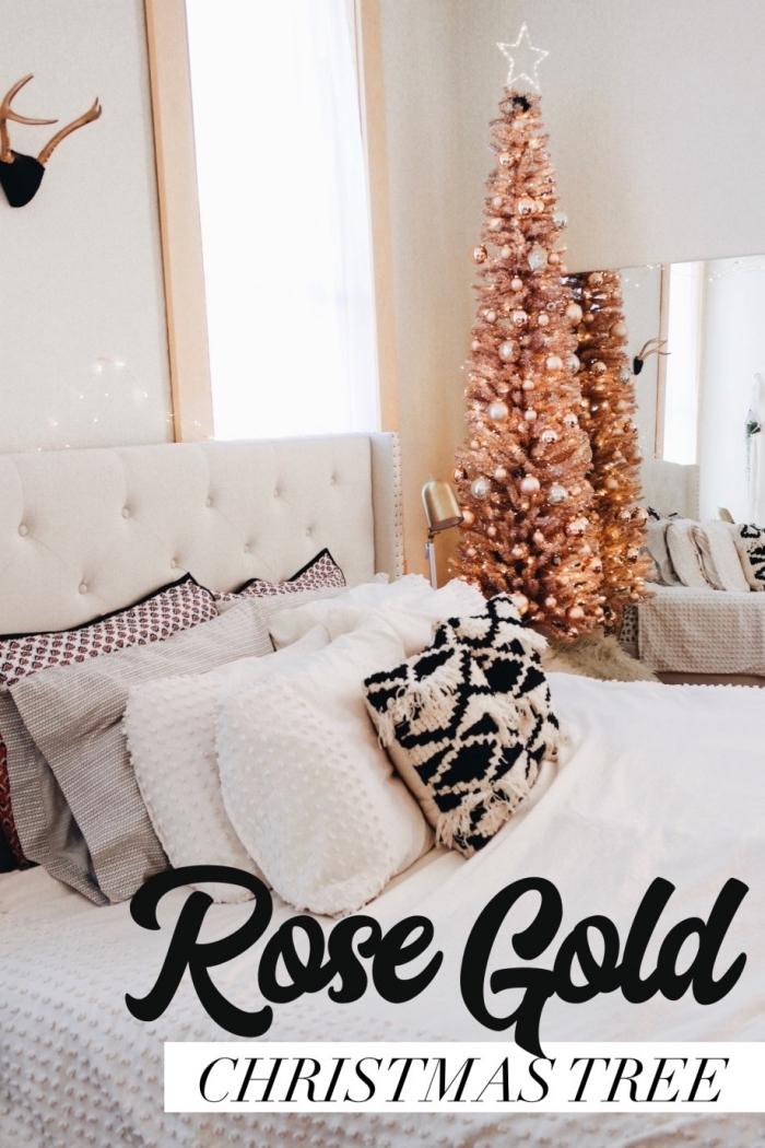 quelle décoration de Noël réalisée dans une chambre fille, modèle de sapin de noel original aux branches rose gold
