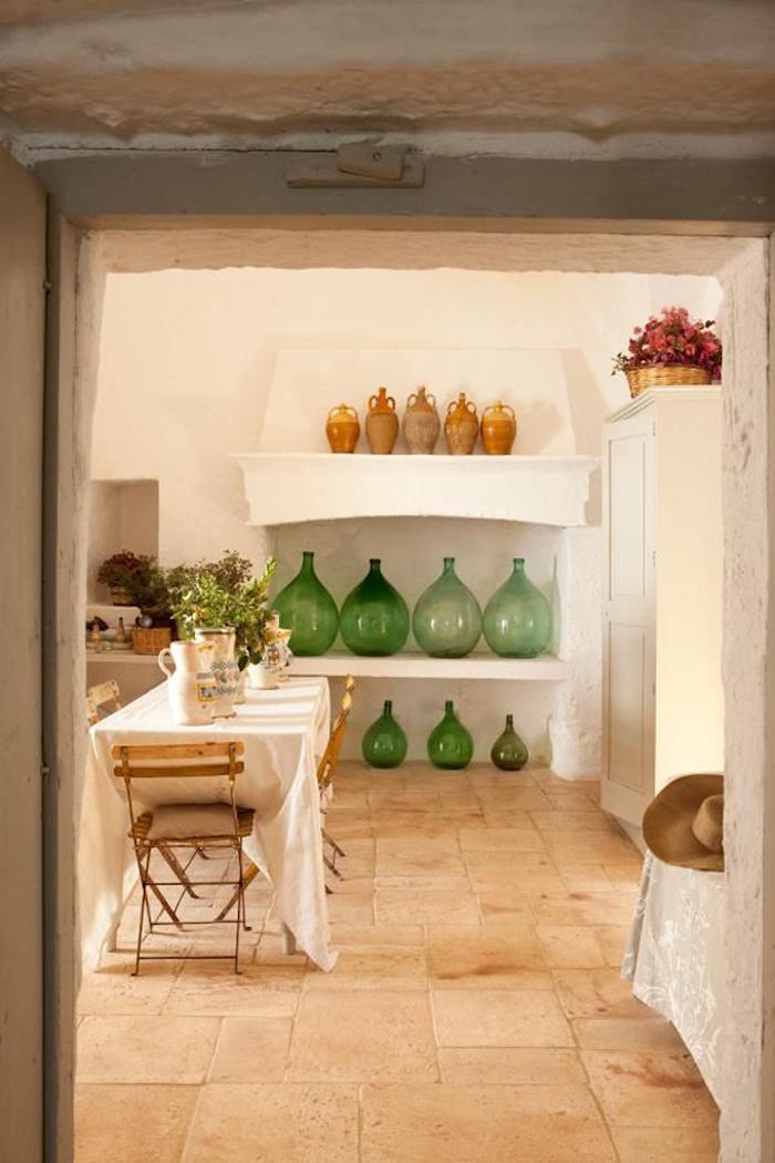 Déco bonbonne en verre, simple déco à faire soi-même, cuisine et salle à manger, rangement vieille cheminée avec étagère