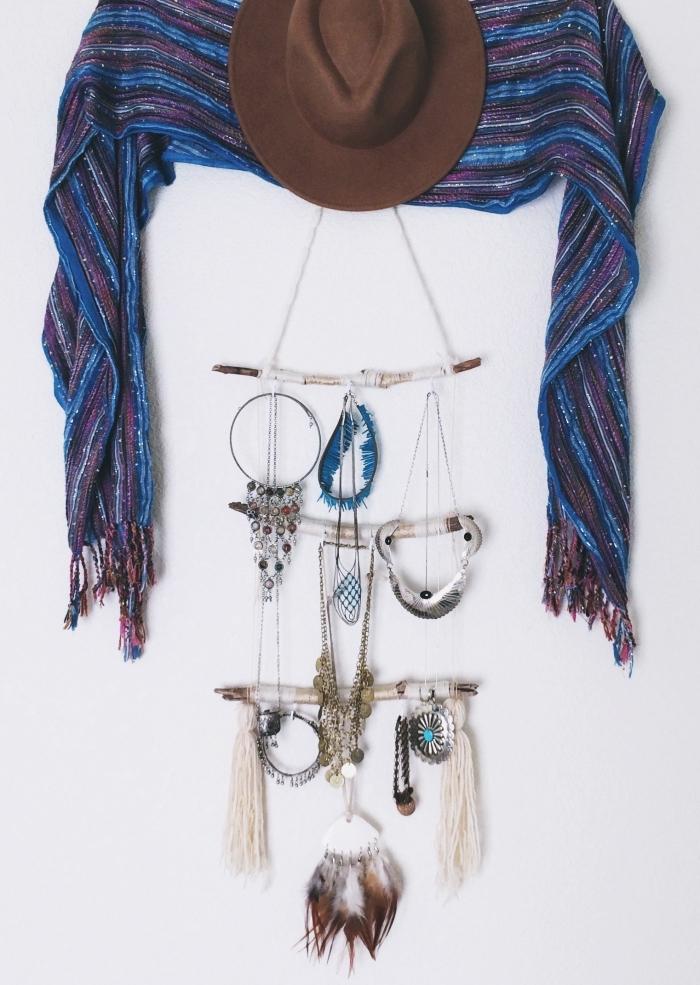 exemple comment ranger ses bijoux dans une chambre de style bohème, diy suspension macramé pour bijoux