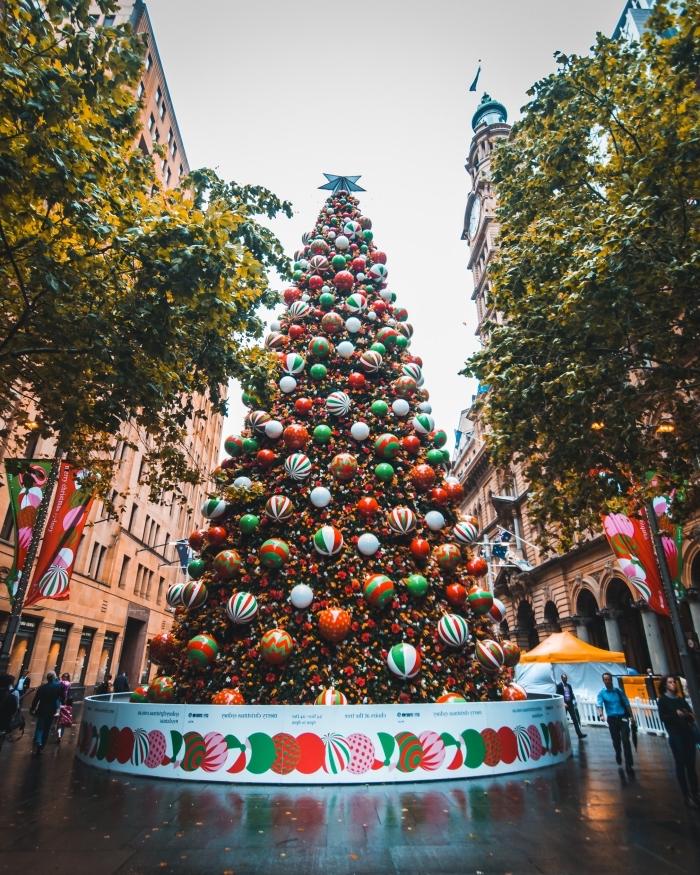 image joyeux noel comment wallpaper portable, photographie fête de noel au centre-ville avec gros sapin décoré