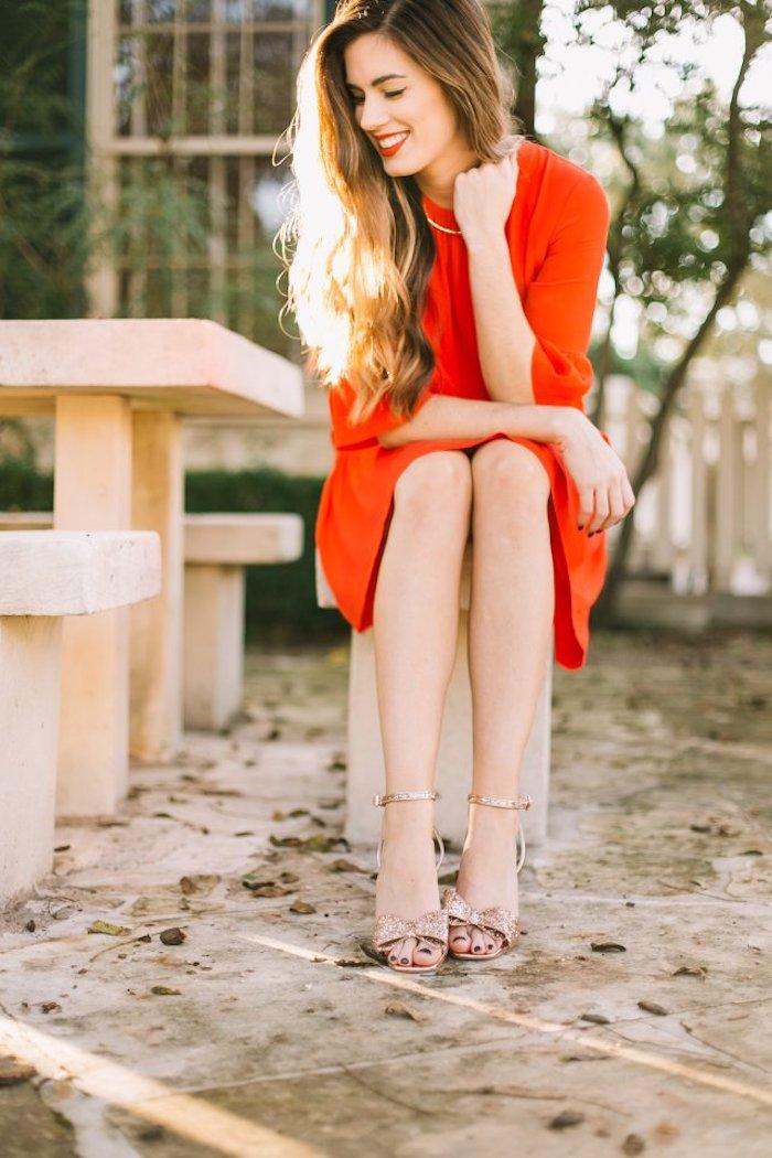 Rouge robe courte à manche longue, tenue noel femme élégante, idée tenue fête de noël femme classe