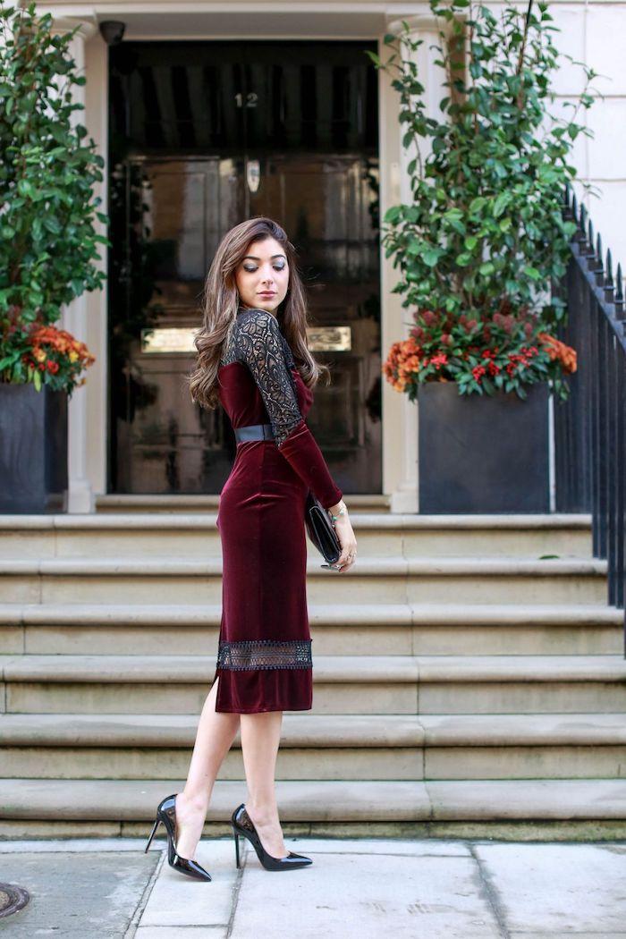 Bordeaux robe en velours avec dentelle sur les manches, tenue noel femme, idée tenue fête de noël femme classe