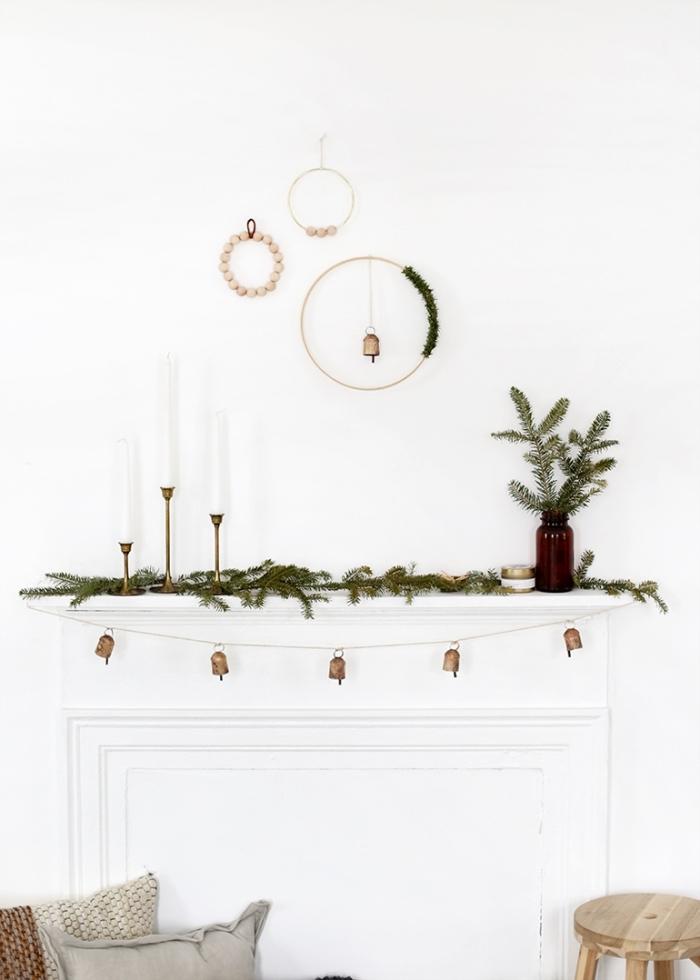 comment réaliser une deco noel diy de style minimaliste, diy suspension murale en forme de couronne de Noël scandinave en bois
