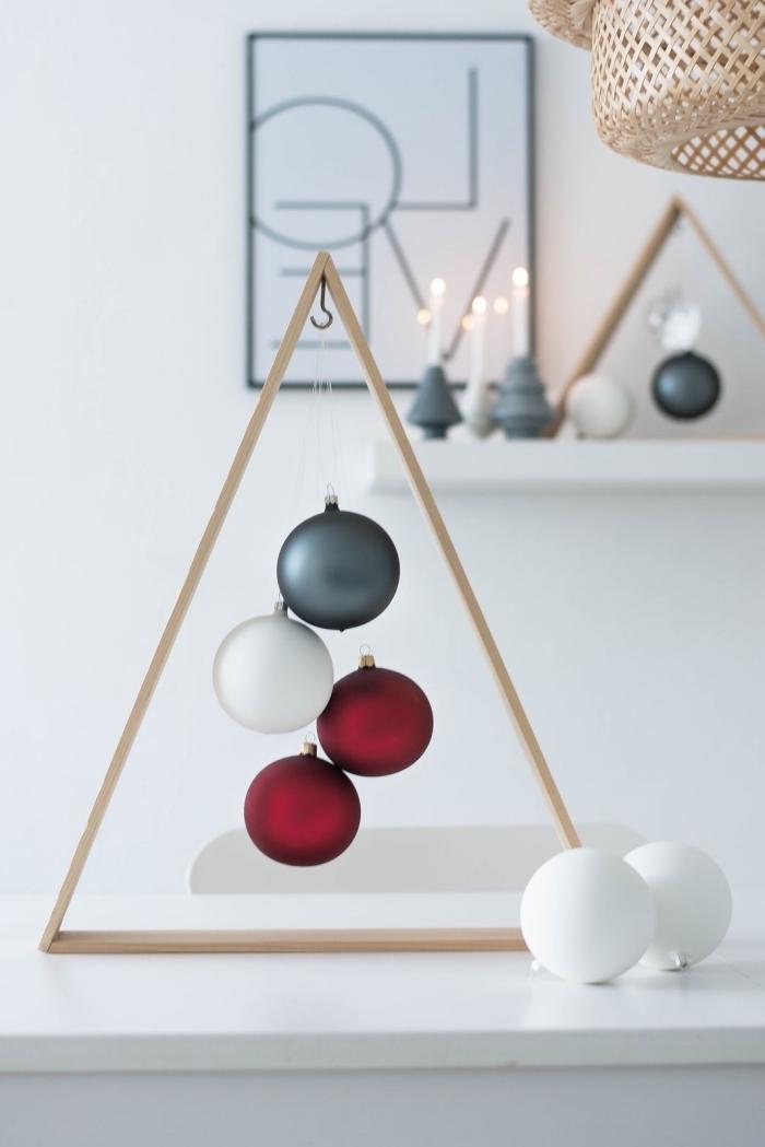 modèle de sapin de noel bois avec crochet et ornements de Noël, fabriquer un objet de déco de noël de style minimaliste