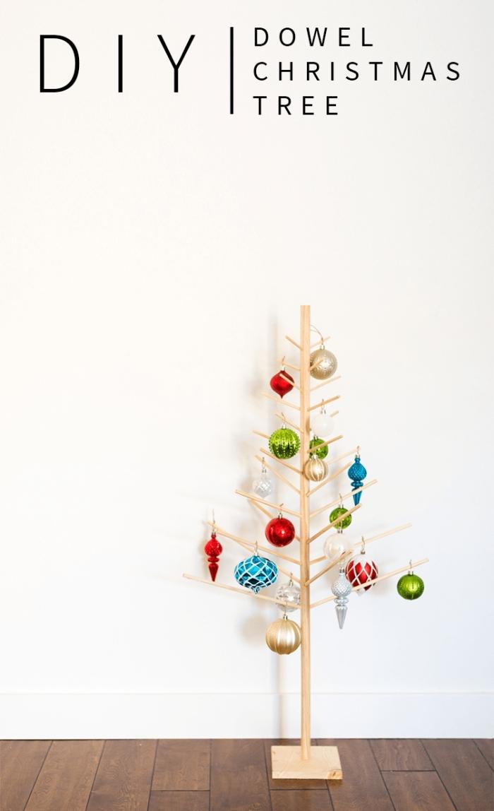 idée de deco de noel a faire soi meme, bricolage facile pour noel avec bâtonnets bois et morceau bois en forme arbre de noel