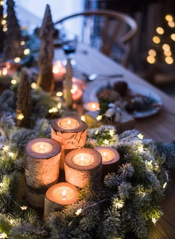 idée centre de table noel à fabriquer soi-même en rondelle bois et gris de verdures artificielles, comment décorer une table Noël