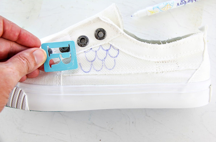 Comment peindre ses chaussures pour ressembler à une sirène queue, peinture chaussure, créer son propre paire de chaussures personnalisées