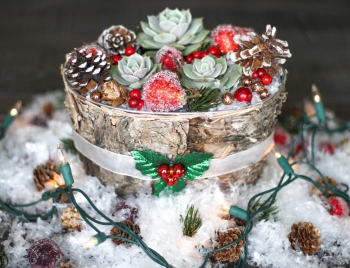 idée de deco table noel a fabriquer facile, objet de déco Noël en forme de vase bois rempli de plantes vertes et pommes de pin