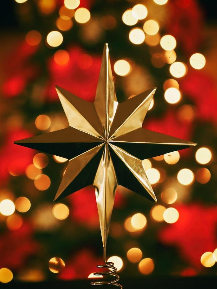 Faire une photo de l'étoile de noel et l'envoyer comme carte de voeux pour les fêtes, image de joyeux noel, belle image de noel