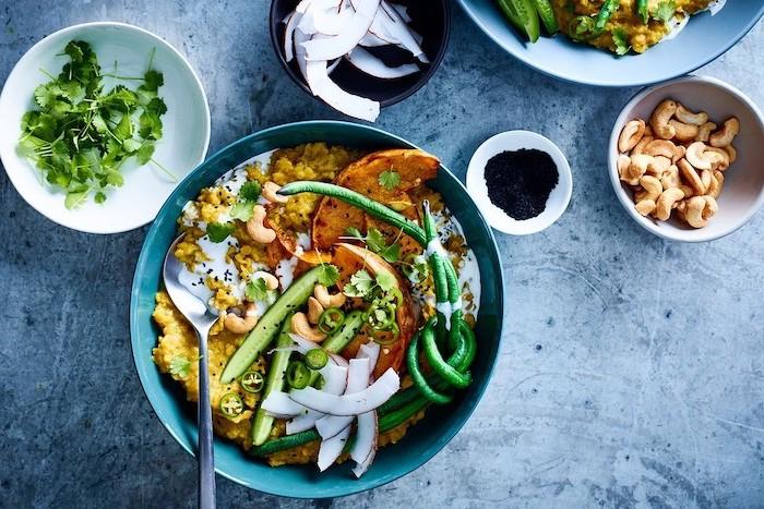 idee recette avec quinoa et buterrnut comme canapé pour légumes, coco, patates douces, concombre, haricots verts