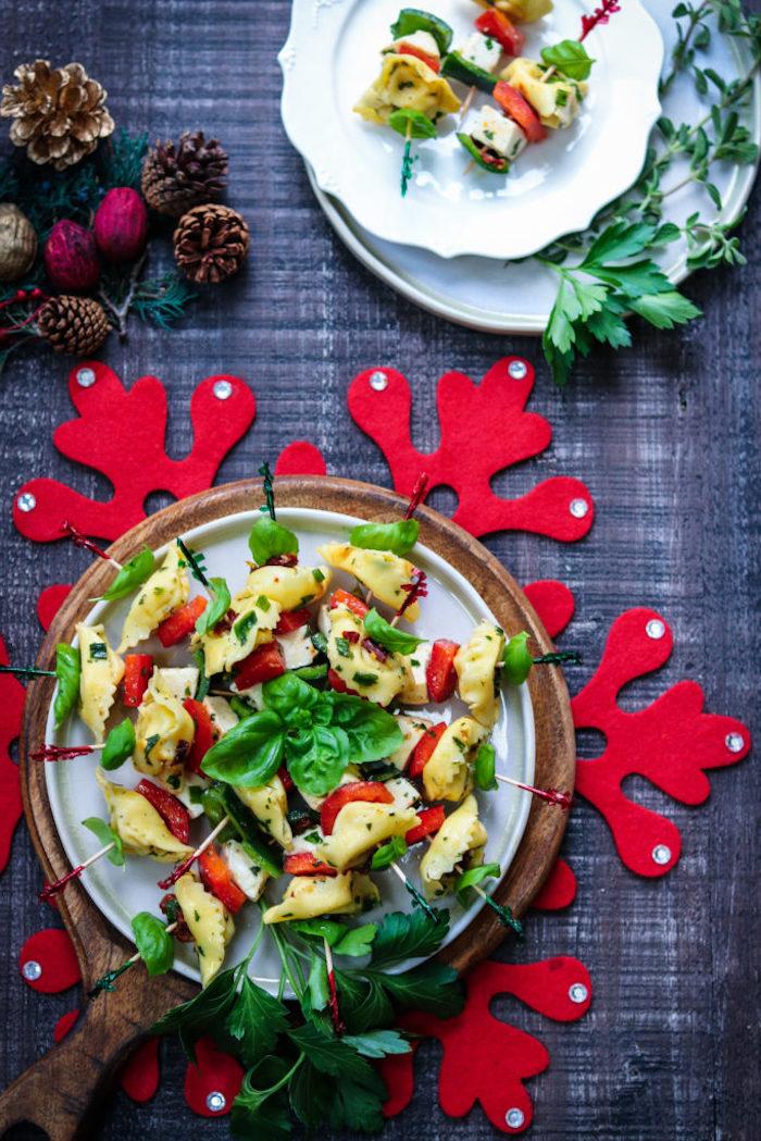 brochette apero noel aux tortellini, légumes, basilic, mozzarella, recette facile et rapide pour l apero