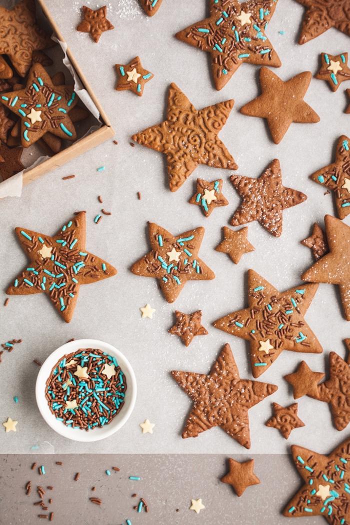 dep biscuit de noel avec vermicelles chocolat et vermicelles sucre en bleu, recette biscuit de noel en forme d etoile