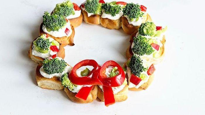 Couronne de noel en pain et brocoli, idee apero noel, tartine de pain de campagne rassis ou grillé