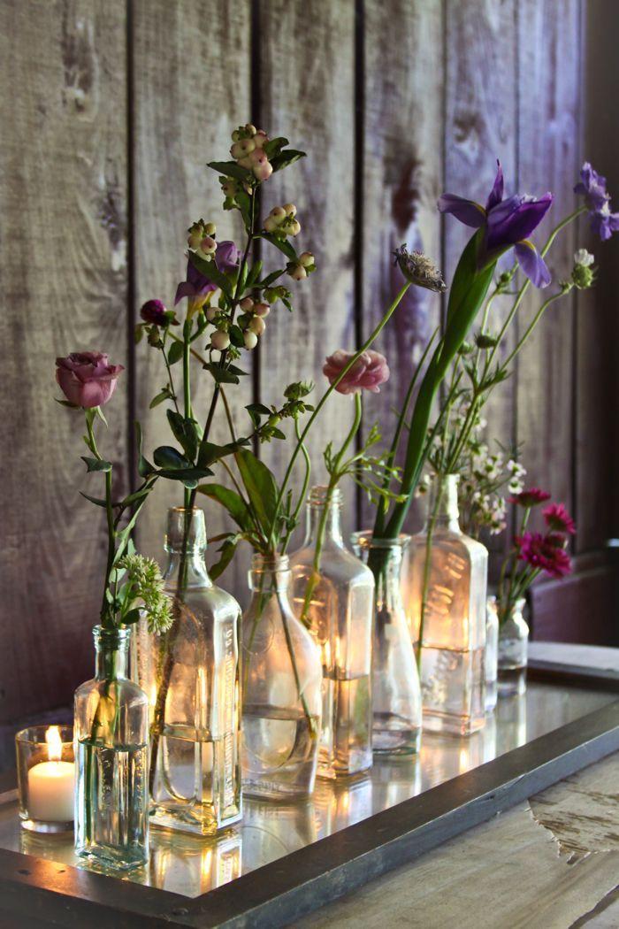 Vases de bouteilles dame jeanne verre, maison bien aménagée, déco vases avec fleurs colorés