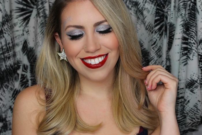 exemple de maquillage simple et facile à faire à la maison, look festif avec lèvres rouges et ombres à paupières argentés