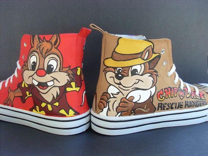 Chip et Dale sur les deux baskets à deux différentes couleurs, cool idée converse, avoir de la swag, personnaliser ses chaussures, idée originale pour customiser ses chaussures