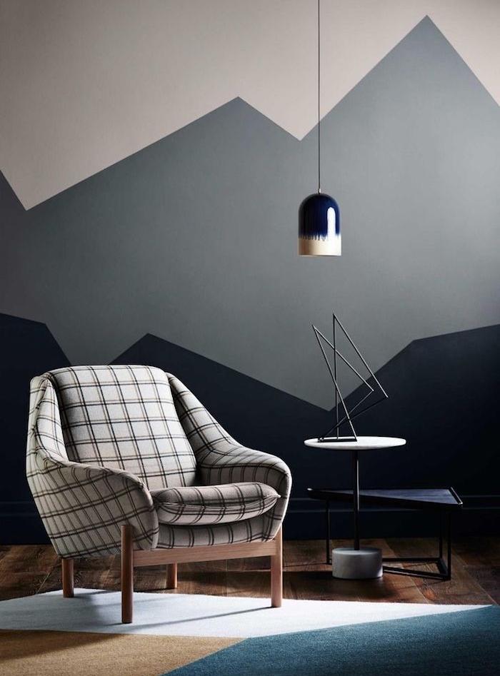 Fauteuil blanc et noir carré, lustre hipster bleu et blanc, peinture murale rose, gris et bleu, couleur gris anthracite, couleur qui va avec le gris
