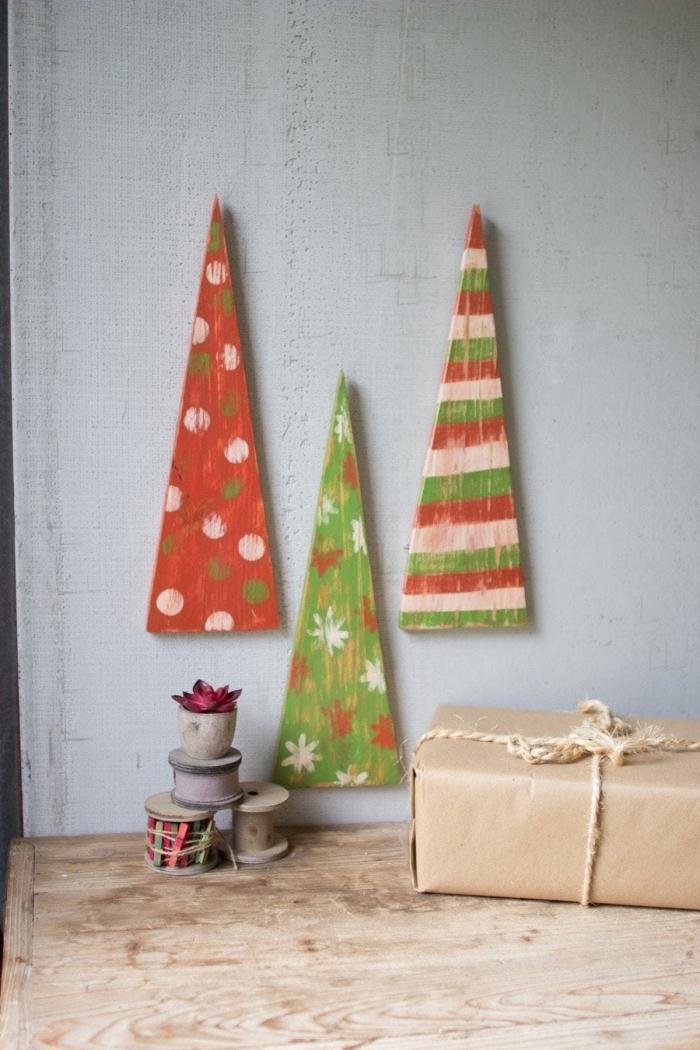 déco minimaliste pour Noël à réaliser soi-même avec morceaux de bois et peinture, idée sapin de noel en bois DIY