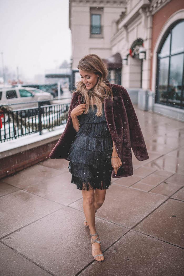 Chouette idée comment s'habiller pour une soirée pour celebrer noel, courte robe pull noel, tenue noel femme, que porter pour les fetes d'hiver