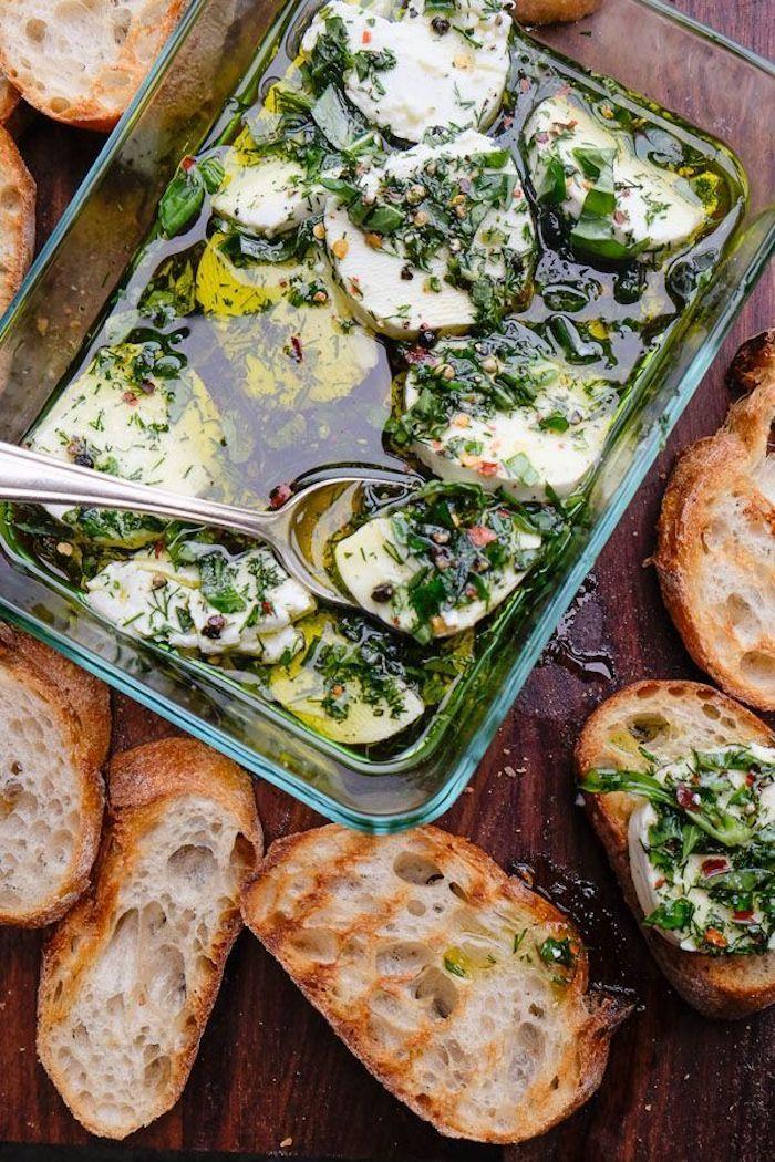 Magnifique idée comment garnir le pain grillé, aperitif dinatoire noel, comment garnir une bruschetta delicieuse
