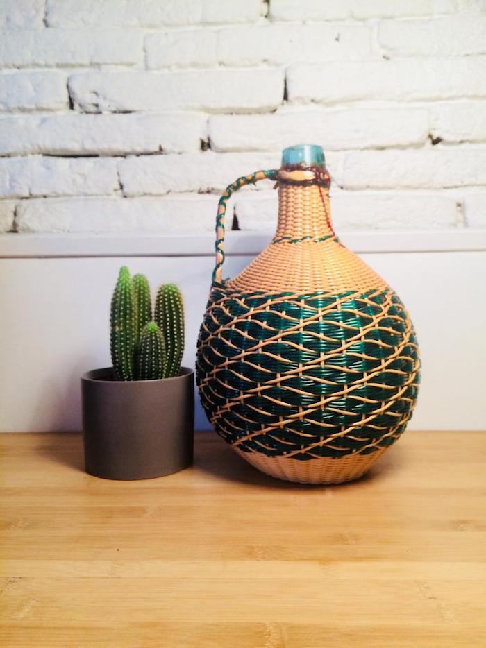 Dame jeanne au sol en verre et rotin, cactus décoratif, grand vase deco a poser au sol, deco vases pour la chambre
