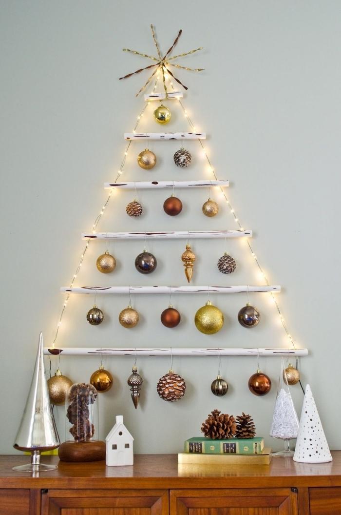 diy sapin suspendu fabriqué à la maison avec branches de bois blanc et cordé, comment faire une déco murale en forme de sapin Noël