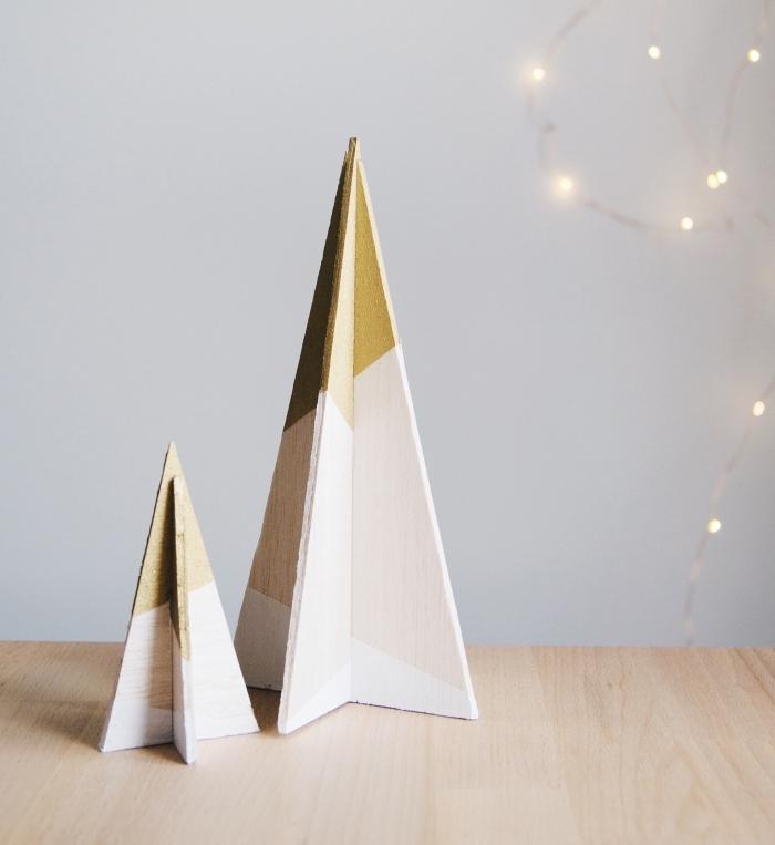 réaliser une jolie décoration Noël d'esprit minimaliste avec morceaux de bois, modèle de sapin de noel original
