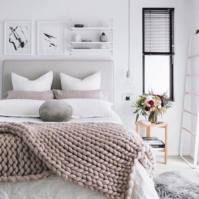 Rose claire, blanc et gris pour la chambre à coucher, nuance de gris, idées de déco pour chambre gris et blanc, peinture abstrait blanc et noir