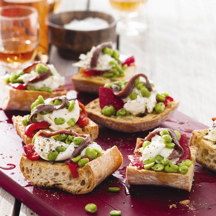 Pain grillé avec edamame et mozzarelle, idée toast apéro, manger bouger, inspiration comment préparer le toast