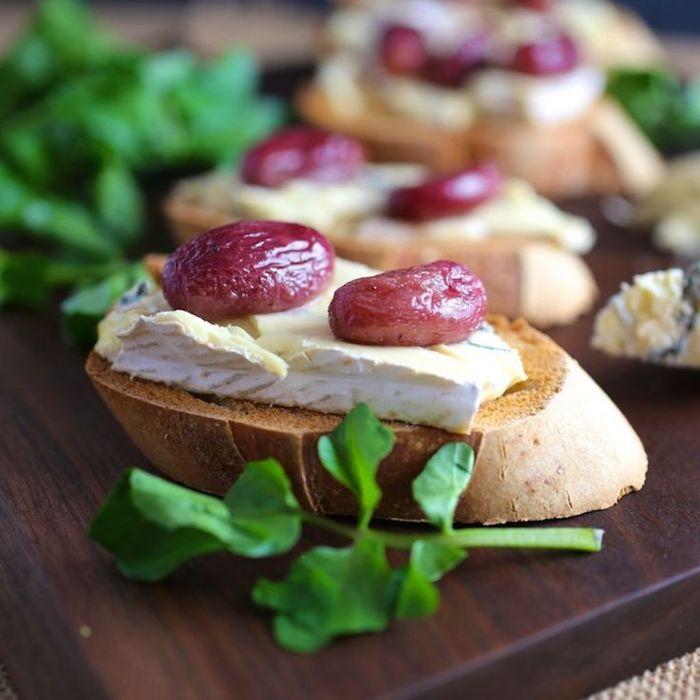 Brie sur pain grillé, amuse bouche noel, toasts de noël pour impressionner ses invités